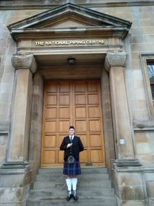 Björn Frauendienst vor dem National Piping Centre Glasgow