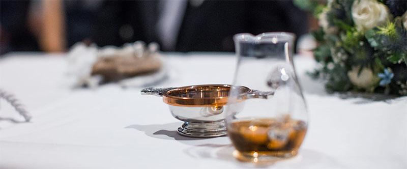 Freie schottische Trauung Quaich Whisky Zeremonie